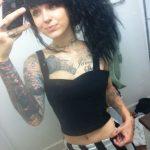 jolie fille tatouée