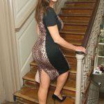 cougar en robe de soirée