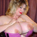 femme mature aux gros seins à sucer