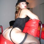 femme pulpeuse en lingerie sexy