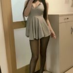 asiatique en collants et talons