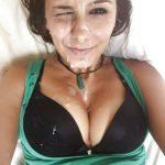 éjaculation faciale gros seins